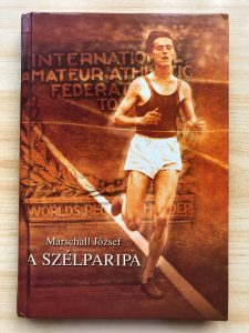 Emlékezet. Az Iharos Sándor és futótársai emlékére írt regény borítója.